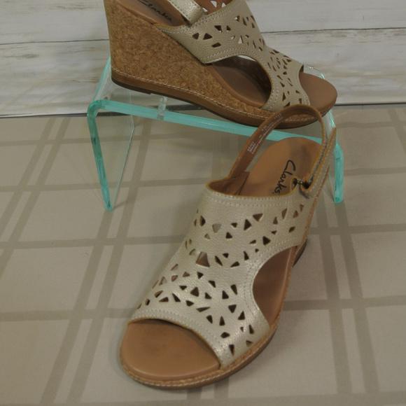4a69d0e5feb Clarks Shoes - CLARKS Sz. 8 M Women Gold Metallic Wedge Shoe